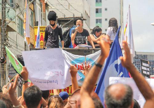 Trabalhadores da Embasa e da Cerb farão passeata de protesto até a Governadoria na próxima sexta