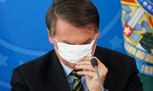 Em ato bizarro, Bolsonaro considera salão de beleza essencial, mas não saneamento básico