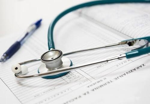 Novo ataque de Bolsonaro: governo suspende obrigação de exames médicos ocupacionais